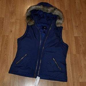 NWT Gap Navy Sleeveless Puffer Jacket